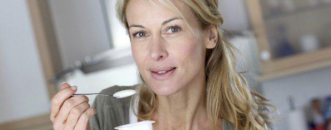Una dieta rica en calcio y vitamina D ayudará a prevenir la osteoporosis