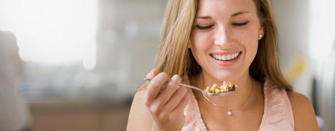 La leptina es la hormona encargada de avisar al cerebro de si tenemos hambre o no