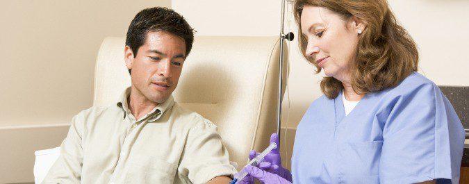 El personal médico que atiende a niños y adultos con cáncer no es el mismo