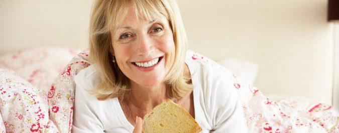 Una dieta sana y evitar consumir bebidas calientes nos ayuda a aminorar los sofocos
