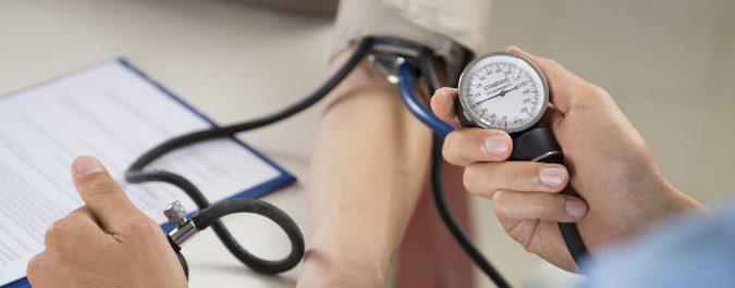 Una presión sanguínea por debajo de los 80-60 mmHG se considera baja