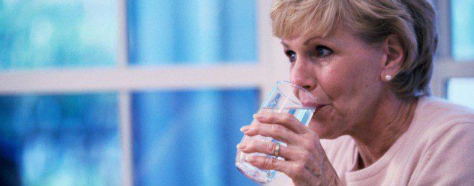 Beber abundante agua es uno de nuestros mejores aliados contra la hipotensión