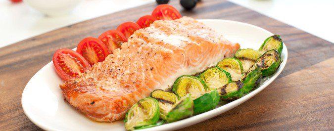 El pescado y las verduras te ayudarán a reducir el colesterol