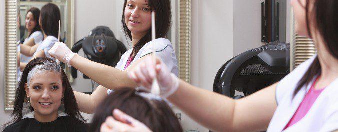 Debemos avisar a nuestro peluquero si tenemos alergia al tinte del pelo