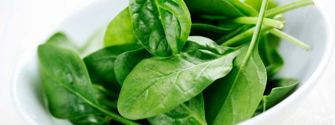 Comer vegetales e hidratarse bien nos ayudará a reducir las probabilidades de padecer cáncer de vegiga