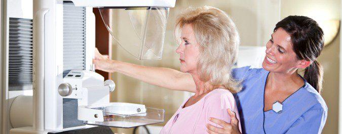 Una de las enfermedades que debemos prevenir tras la menopausia es el cáncer de mama