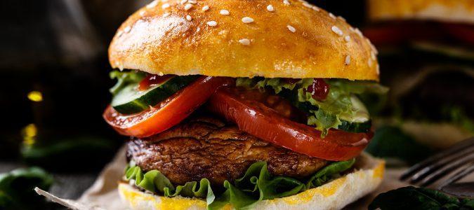 Debemos evitar la comida rápida y no abusar de los resfrescos