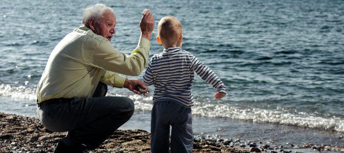 Niños y personas mayores son más propensos a sufrir una deshidratación.