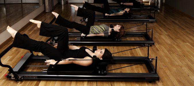 Los ejercicios de Pilates se acompañan de máquinas en muchas ocaciones.