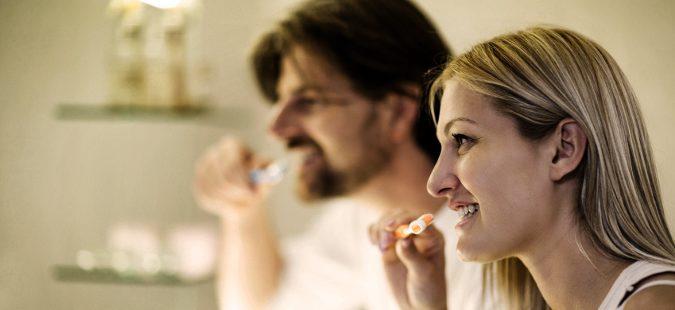 Una causa frecuente de halitosis es una mala higiene bucodental.