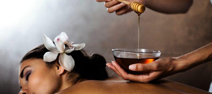 Nos ayuda a lidiar con el acné, con heridas, quemaduras y es antibacteriana e hidratante.