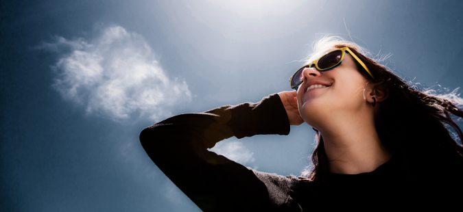 Chica expuesta al sol
