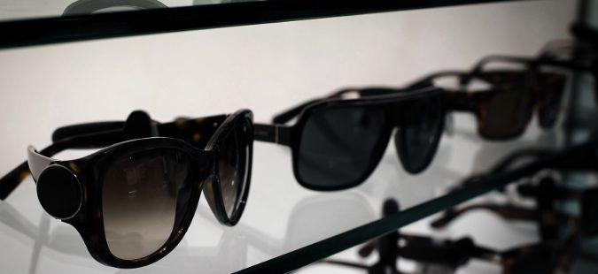 Gafas de sol en expositor