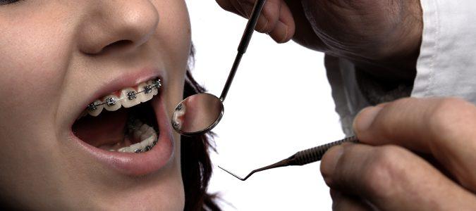 odontólogo en consulta