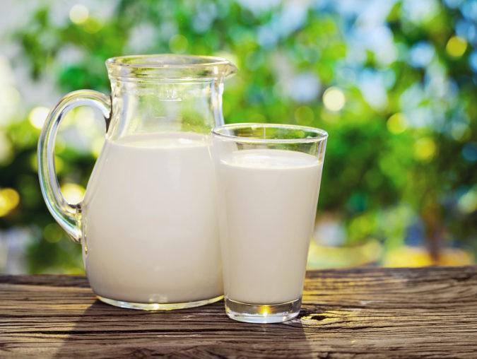 La intolerancia a la lactosa se produce cuando al cuerpo no produce suficiente lactasa, una enzima que ayuda a la digestión