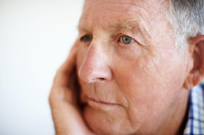 Anciano reflexivo