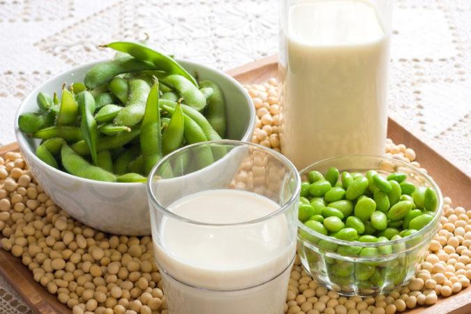 Con la leche de soja, nuestra piel y cabello se verán más sanos gracias a las hormona sy proteínas que aportan