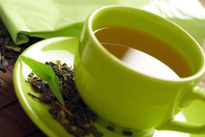 El té verde ayuda a la digestión, estimulando el colon y los intetsinos