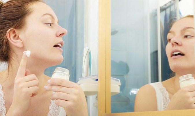La falta de humedad y los cambios bruscos de temperatura son causas comunes de la piel seca