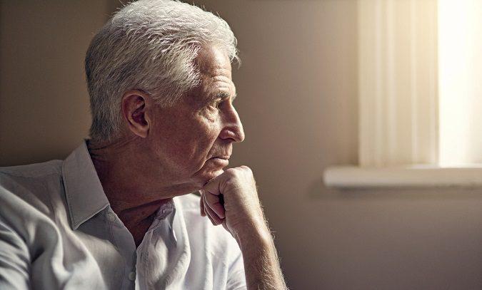 La demencia senil suele presentarse en la tercera edad