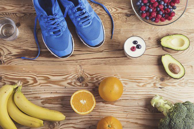 Una dieta equilibrada es esencial para disminuir la retención de líquidos