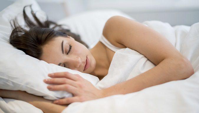 Dormir cinco minutos más no es bueno para tu salud