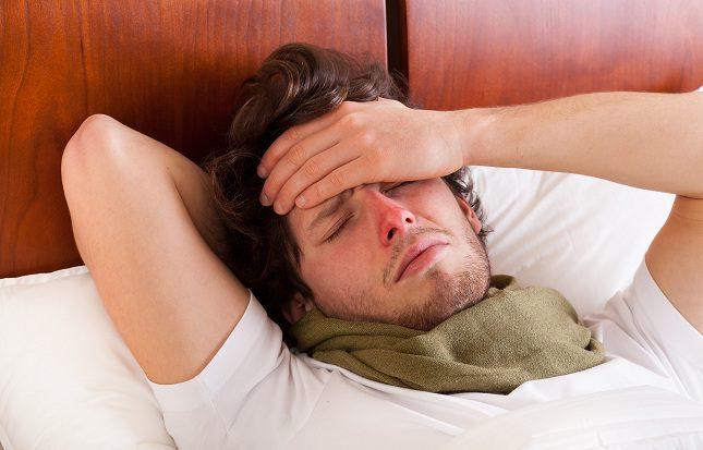 La alta fiebre es uno de los síntomas típicos de la enfermedad del beso