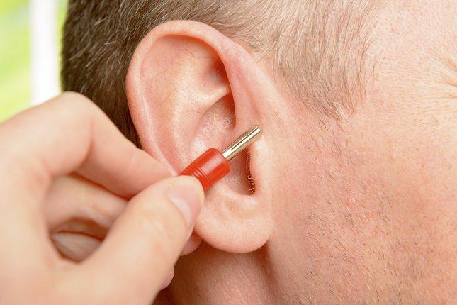 La auriculoterapia es una rama de la acupuntura que se practica con agujas chinas