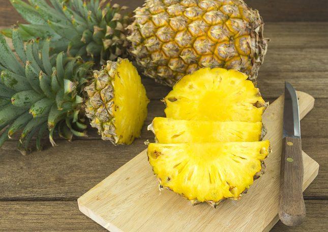 La piña es un fruta con gran cantidad de vitamina C