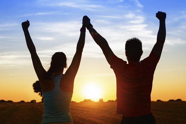 Hacer deporte junto a tu pareja hará que te sientas feliz en tu relación