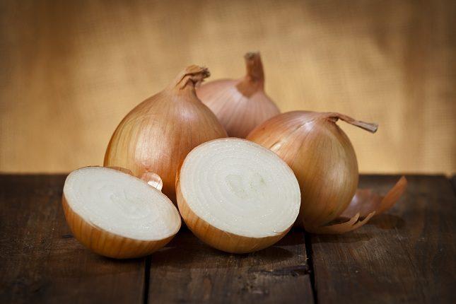 La cebolla ayuda a eliminar líquidos