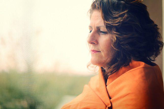 La  edad de aparición de la menopausia está entre los 41 y los 55 años