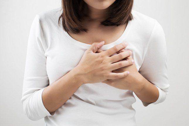 La angina de pecho se identifica como un dolor en el pecho