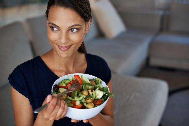 Sobrevivir a base de ensaladas no es recomendable