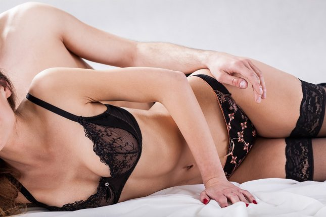 Está científicamente demostrado que el hombre que llega al clímax y tiene un orgasmo puede llegar a quemar casi 130 calorías de golpe