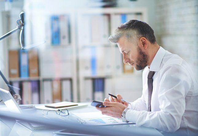 El estrés o ansiedad laboral puede presentarse de manera esporádica o constante