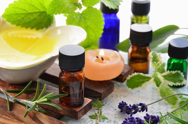 El aceite de citronela es un aceite esencial conocido por sus grandes propiedades como repelente de mosquitos