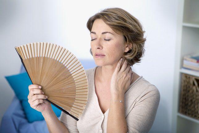 A las mujeres con menopausia precoz se les suele aplicar un tratamiento hormonal