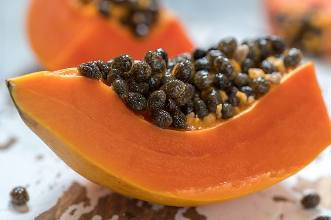 La papaya es beneficiosa para la diabetes porque su contenido en azúcares y grasas es muy bajo