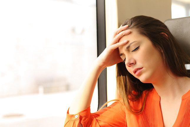 Los síntomas más frecuentes que pueden aparecer son los mareos, las náuseas y los vómitos
