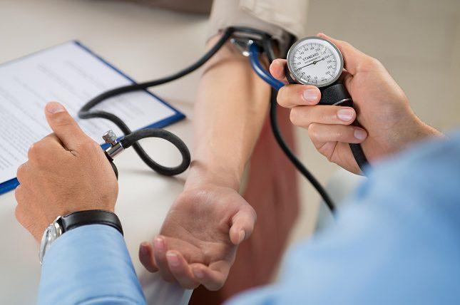 La presión arterial elevada puede dañar las arterias.