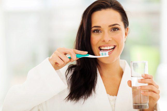 A la hora de escoger la pasta de dientes procura que esta lleve flúor