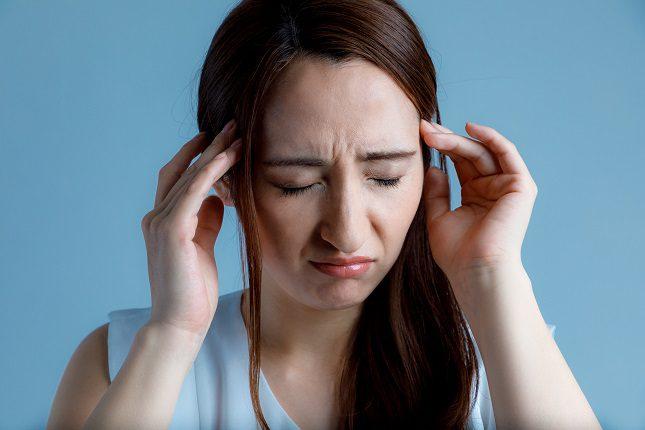 El trastorno esquizoafectivo <b>suele dar los primeros síntomas en la vida adulta temprana