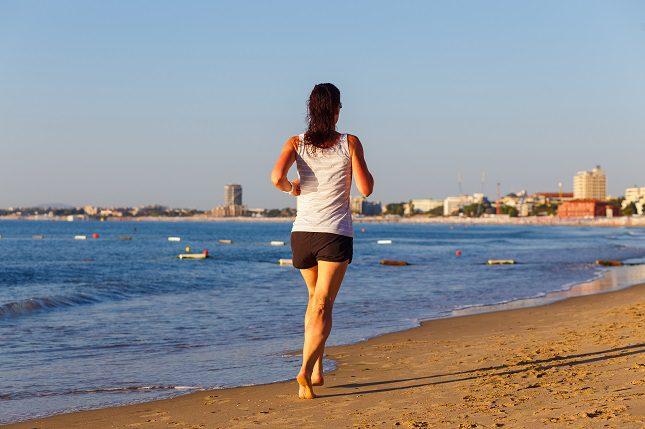 Cuando estás corriendo descalzo/a podrás estirar mejor los dedos de los pies