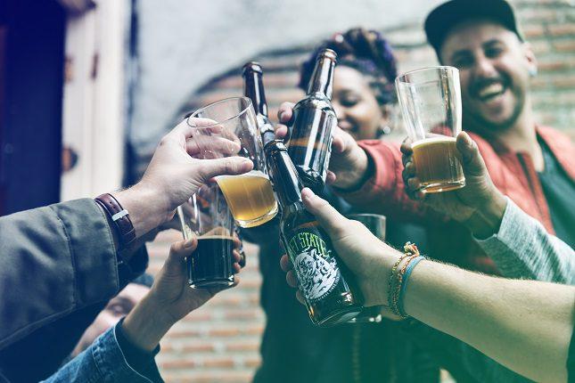 El consumo moderado de alcohol puede ser perjudicial para la salud a largo plazo