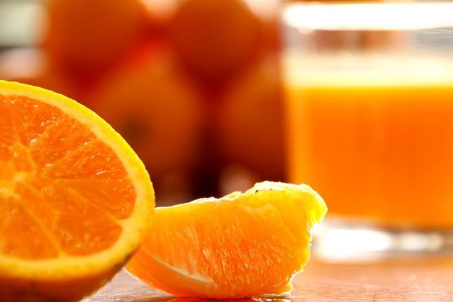 El zumo de naranja es muy saludable y también es una excelente forma de comenzar el día con energía