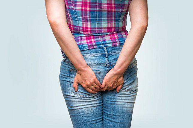 Los síntomas incluyen sangrado rectal, picazón, ardor y dolor o presión en la zona afectada