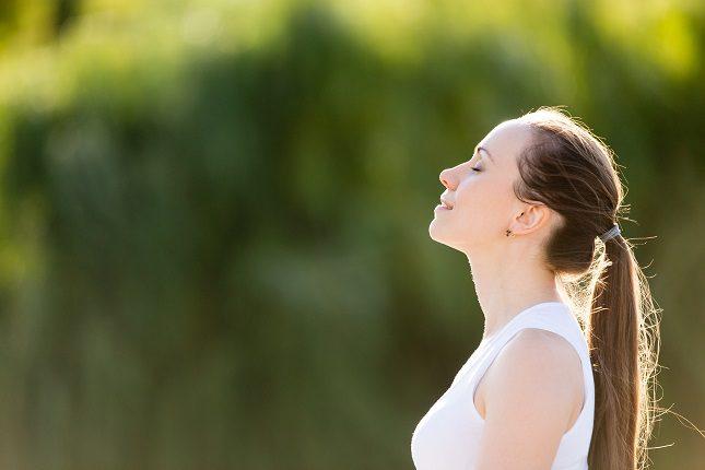 Recurrir a técnicas de relajación puede ayudarnos a hacer desaparecer alguno de los síntomas que nos afectan