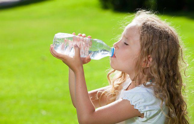 El golpe de calor se produce cuando los menores están expuestos a unas temperaturas muy altas