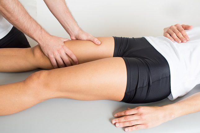 Es normal que tanto tus pies como tus tobillos se hinchen durante los últimos meses del embarazo